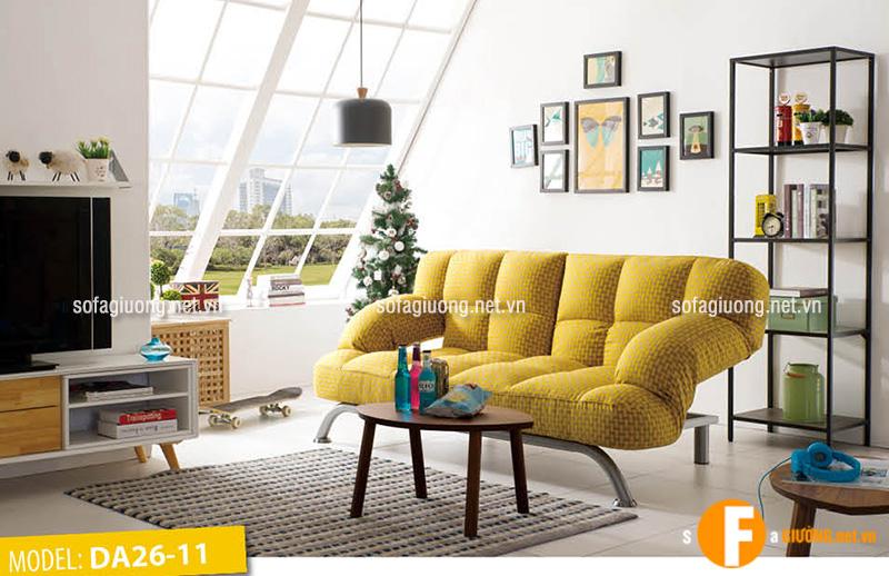 Nội thất phòng khách tối giản nhưng lại cực kì tiện ích với ghế sofa giường đa năng kết hợp bàn trà gỗ nhỏ xinh